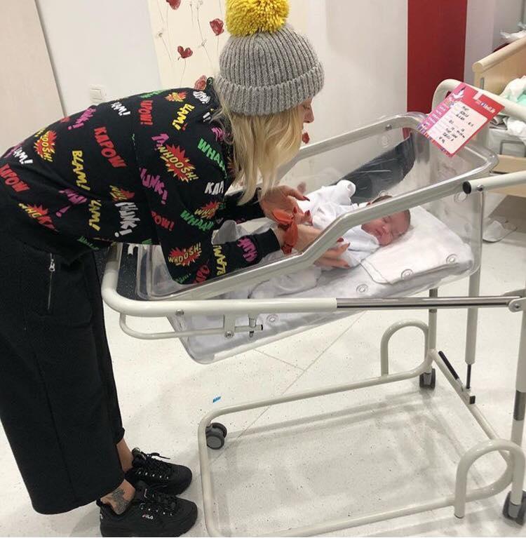 De când a devenit mătuşă, Delia este în al nouălea cer! Jurata X Factor nu ratează nicio ocazie pentru a o fotografia pe micuţa Oanei