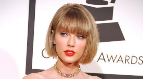 """Taylor Swift a înlocuit, cu o poezie, interviul pe care ar fi trebuit să îl acorde unei reviste: """"Nici superstarurile nu sunt imune puterii"""""""