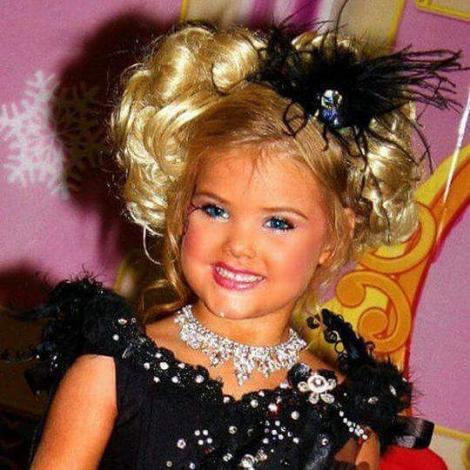Păpușile Barbie sunt reale și au 5 ani. Cum arată chipul lor angelic după tratamente faciale și după injectarea cu botox