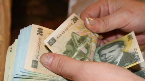 Veste catastrofală pentru românii cu credite la bănci! În lunile următoare, vor plăti bani mai mulţi la rate