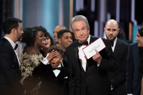 """Explicația reală a gafei uriașe de la Oscar! Beatty, actorul care a deschis plicul buclucaș: """"Vreau să vă spun ce s-a întâmplat!"""""""