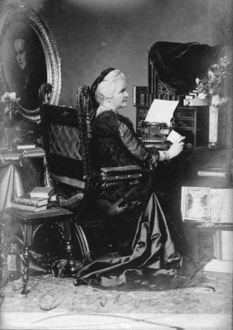 """Poți crede așa ceva? Regina ELISABETA A ROMÂNIEI a fost prima din lume cu TESTIMONIAL, la 1890!!! """"Mașina se mișcă bine, e prietenoasă!"""""""