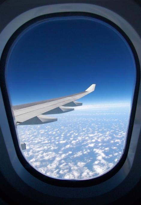 Tu știai? Motivul pentru care geamurile avioanelor sunt rotunde!