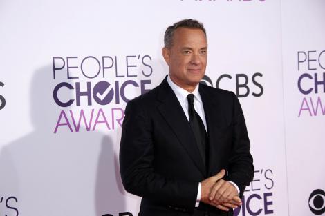 """Cum îi """"mituiește"""" Tom Hanks pe jurnaliștii de la Casa Albă. Este a treia oară când actorul face un astfel de gest: """"Continuați să luptați"""""""
