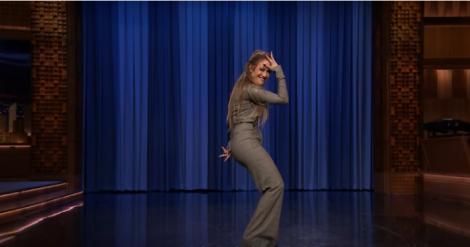 """""""I'm still, i'm still Jenny from the block"""", fără doar și poate! Jennifer Lopez a făcut show în emisiunea lui Jimmy Fallon, stârnind hohote de râs cu mișcările ei"""