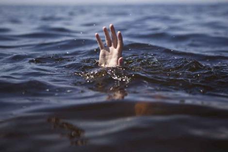 """Peste 200 de migranţi s-ar fi înecat, după ce bărcile în care se aflau s-au scufundat. Cinci cadavre pluteau în apropiere: """"Este o trezire dură la realitate"""""""