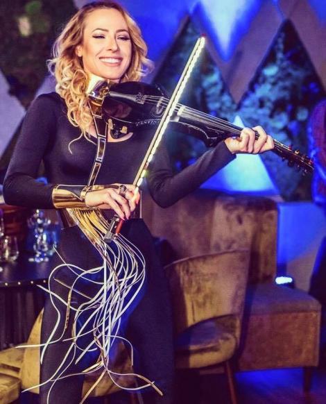 """O vioară, un mega hit şi... Carla's Dreams! Ascultă """"Sub Pielea Mea"""" interpretată de Amadeea Violin. O să o pui pe repeat!"""