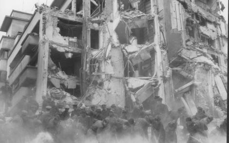 """41 DE ANI DE LA CUTREMURUL DIN 1977. Ce se întâmpla atunci, la 12 km de Palatul lui Ceaușescu din Snagov: """"Înainte, s-a auzit un vuiet. Ne-a prins în casă și ne-a izbit de perete. Apoi, ne-am culcat bine mersi"""""""
