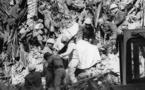 """40 DE ANI DE LA CUTREMURUL DIN 1977. Mărturiile medicilor: """"Macabru a fost numărul mare de morţi, înşiraţi de la poarta Spitalului Floreasca, până la morgă"""""""