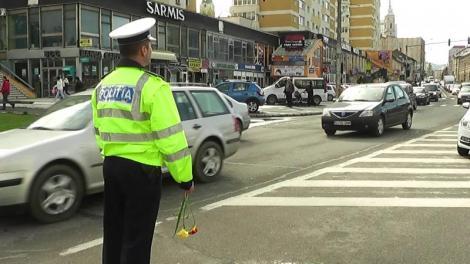 Poliţiştii de la Rutieră oferă cel mai frumos cadou doamnelor şi domnişoarelor! E oficial: femeile sunt mai atente la volan decât bărbaţii