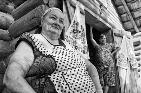 """Ce Eminescu? Ce Coșbuc? Poezia """"MAMA"""" a unui român plecat în Italia la muncă a devenit virală: """"Privesc la mama … e bătrână, / Şi tânăr nu mai sunt nici eu …"""""""