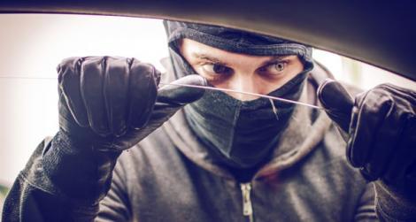 Protejează-ți mașina de hoți prin 5 pași simpli!