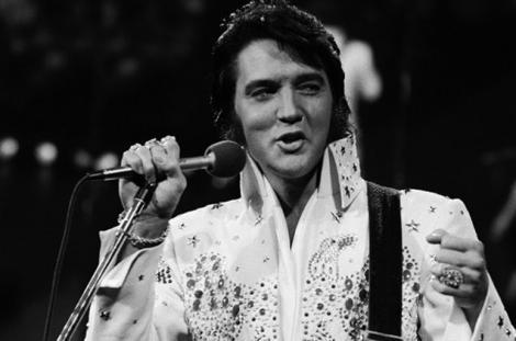 Regatul meu pentru...ceva dulce! Pentru singura reclamă făcută, Elvis Presley a cerut un carton de gogoși calde!