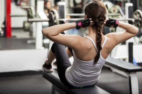 O femeie dependentă de sport face câte opt ore de exerciții fizice în fiecare zi! Cum arată la 39 de ani!