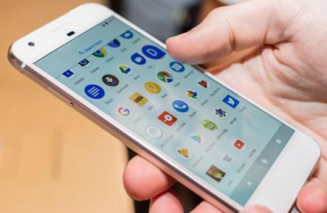 """Acum nu vezi viața fără telefon? Mark Zuckerberg trage un semnal de alarmă: """"Smartphone-urile nu vor mai exista"""""""