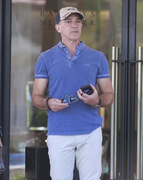 """FOTO! """"Don Juan-ul"""" Hollywood-ului e istorie! Antonio Banderas, de nerecunoscut după ce a suferit o criză cardiacă și a fost operat la inimă"""