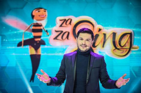 """Liviu Vârciu, karaoke la volan! Băieții de la 3 Sud Est l-au inspirat pe prezentatorul de la """"ZaZa Sing"""". Liviu se antrenează pentru premiera din această seară, de la 20:30"""