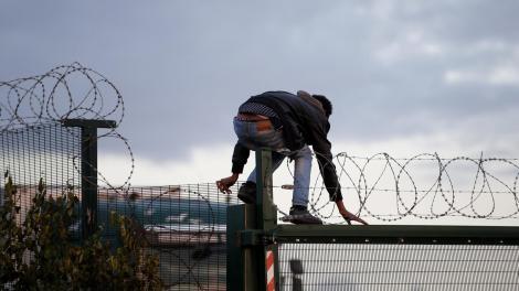 15 imigranţi pakistanezi au fost răpiţi, în România. Bărbații au trimis familiilor un clip în care aceștia sunt torturați