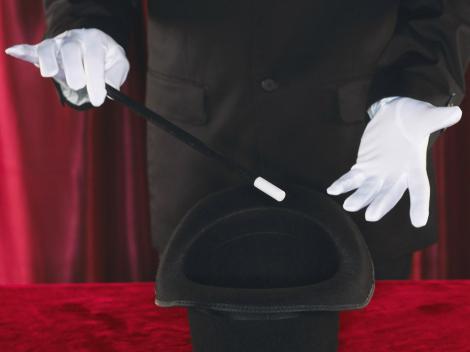 """De unde vine termenul """"abracadabra"""" și ce înseamnă. Te-ai gândit vreodată ce rostesc, de fapt, magicienii?"""