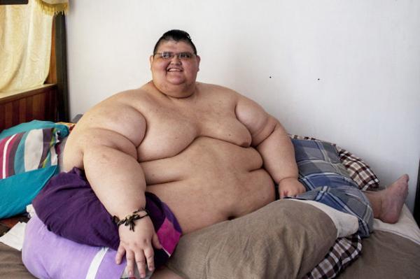 Omul gras care încearcă să slăbească Pierde în greutate în comerț