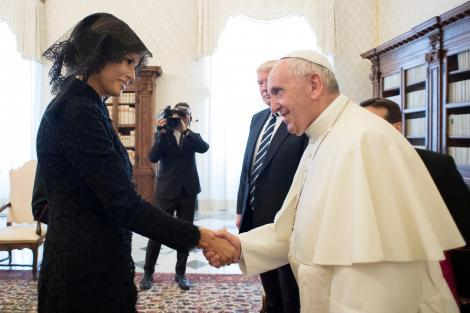 """Papa Francisc, glume cu Prima Doamna, pe seama lui Donald Trump: """"Ce îi dai să mânânce?"""""""
