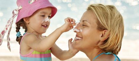 Protejează-ți copilul de efectele nocive ale soarelui! Vezi cum