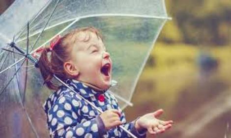 Nori pe cer, ploaie și instabilitate atmosferică! Meteorologii nu vin cu vești bune despre vremea în weekend!