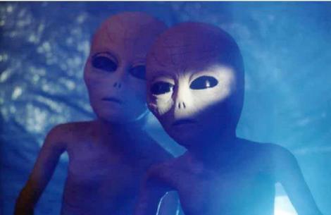 O nouă înregistrare video ar putea dovedi existența extratereștrilor? Un OZN, surprins în ZONA 51, baza militară secretă a armatei americane (VIDEO)