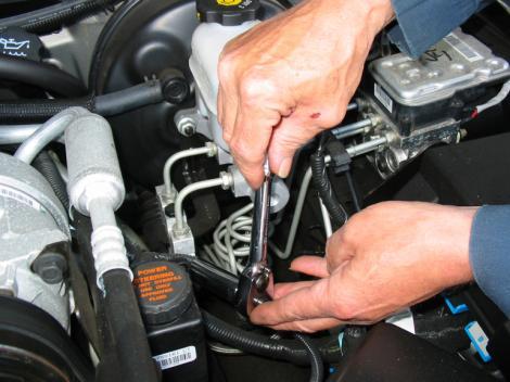 Cum să îți dai seama când trebuie să schimbi uleiul din cutia de transmisie? Semne clare!