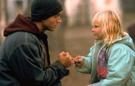"""""""Sora"""" mai mică a lui Eminem din filmul """"8 mile"""" a devenit o tânără teribil de sexy! Cum arată micuța de-atunci la 21 de ani"""