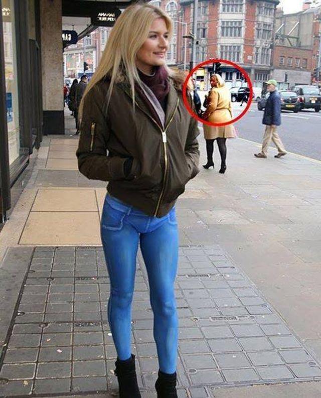 Și-a pictat o pereche de blugi și a ieșit din casă doar în lenjerie intimă. S-a plimbat pe stradă în voie și nimeni nu a observat!