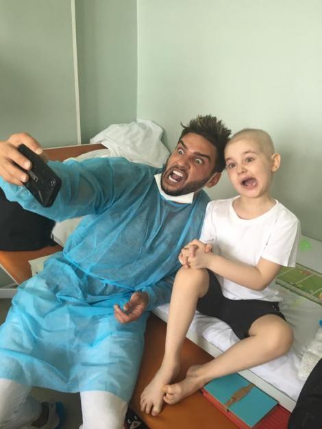 """De Ziua Copilului, Dorian Popa, juratul de la """"Next Star"""", a vizitat micuții bolnavi de CANCER! Fotografii emoționante!"""
