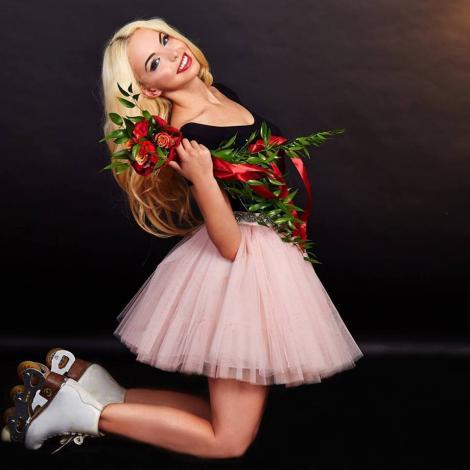 Barbie de România a ajuns de urgență la spital, chiar înainte de examenul de bacalaureat! Ce a pățit blondina?