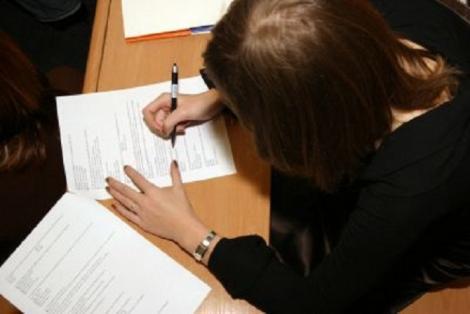 INCREDIBIL. O elevă care a fost notată inițial cu 3,65 la Evaluarea Națională a primit 10 după ce a făcut contestație!