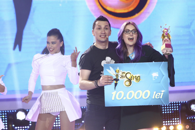 """Roxana a câștigat Marele Premiu de 10.000 de lei! Studenta din București a demonstrat că are talent pe scena de la """"Zaza Sing!"""""""