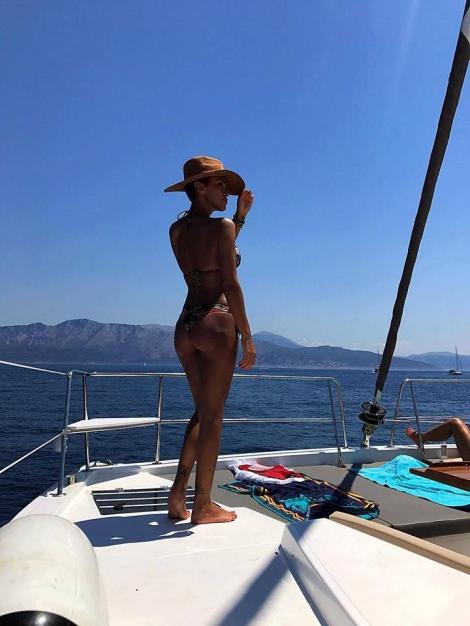Adelina Pestrițu, apariție interzisă minorilor! Într-un bikini minuscul, vedeta nu a mai ascuns nimic!