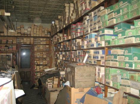 Un bărbat a moștenit un magazin de pantofi, dar a avut parte de surpriza vieții sale atunci când a descoperit ce comoară e înăuntru!