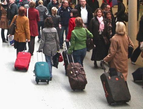 Nu vom mai plăti pentru bagajul mare de mână! Una dintre cele mai mai companii de low-cost anunță o nouă politică de tarifare