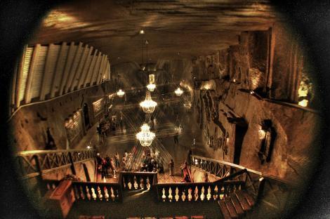 """""""Paradisul sărat"""" al Poloniei.  Povestea catedralei din sare construită integral de mineri , un loc mirific puţin cunoscut publicului larg"""