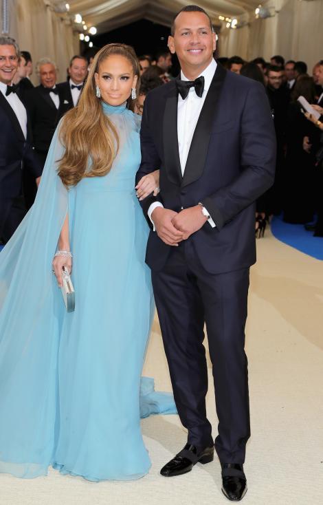 Jennifer Lopez îşi defineşte bine rolul de iubită atunci când este cuprinsă de gelozie. Artista angajează un detectiv pentru a investiga posibilele infidelităţi ale iubitului său