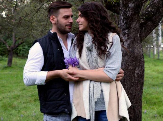 """Adriana și Valentin, cea mai frumoasă fotografie! Fanii emisiunii """"Mireasă pentru fiul meu"""" sunt în al nouălea cer"""