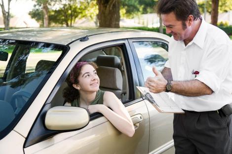 Atenție, șoferi! Cursul de prim ajutor devine obligatoriu pentru obținerea permisului de conducere?