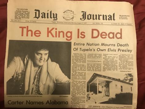 """Ultimele ore din viața lui Elvis: Regele a murit pe tronul din baie, în timp ce se uita pe pozele din """"Cum să faci sex în funcție de zodie"""". Avea 14 medicamente diferite în corp!!!"""