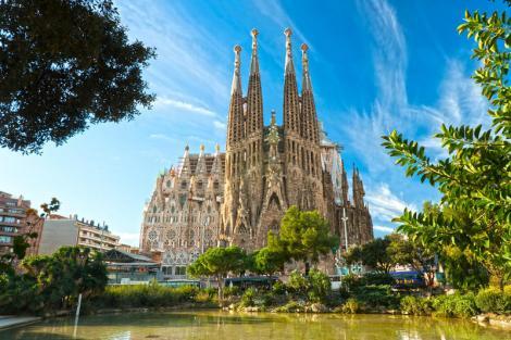 Credeați că nu se poate? Turiștii din Barcelona au fost atacați cu ouă, în plină zi
