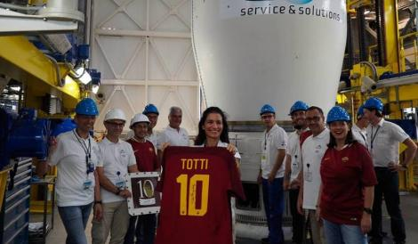 FOTO: Nebunie totală! Unde a ajuns tricoul purtat de Totti la ultimul meci din carieră
