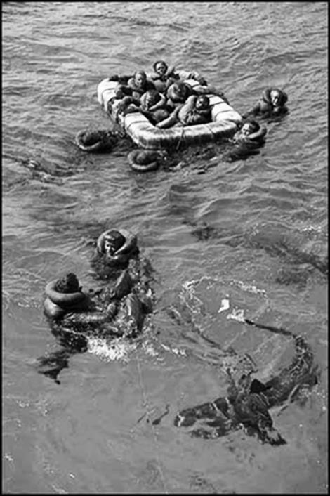 """""""Rechinii au devorat 900 dintre tovarășii mei!"""" Nava care a cărat bomba de la Hiroshima a fost descoperită la 5.500 m adâncime, după 72 de ani. Comandantul s-a sinucis cu un glonț în cap!"""