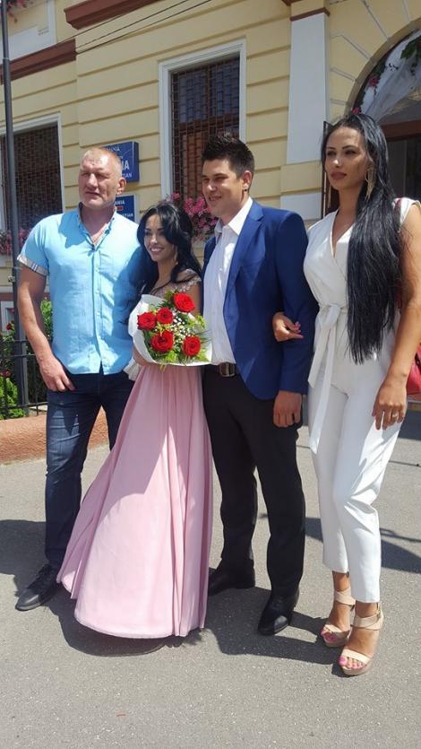 """Constantina și Raymond, în vacanță, alături de nașul Tolea și soția acestuia. Cei patru au fugit, după nuntă, la relaxare: """"Cei mai frumoși"""""""