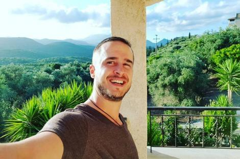 """În timpul filmărilor pentru show-ul """"Aventură cu 4 stele"""",  Șerban Copoț a fost nevoit să spele vase în Grecia, la o tavernă"""