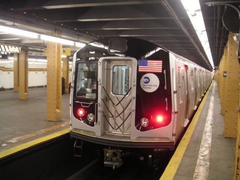 """Impozit pentru cei bogați, pentru finanțarea reparațiilor la metrou, în New York: """" În loc să pasăm factura utilizatorilor care deja au de suferit din cauza tarifelor și a serviciilor proaste, cerem bogaților"""""""
