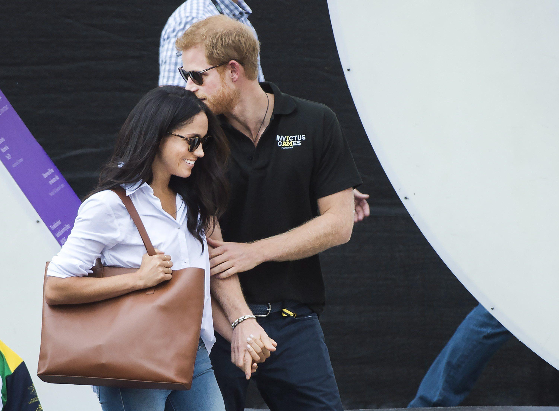 Galerie foto. Prințul Harry și iubita sa, actrița Meghan Markle, prima apariție publică împreună! Gestul pe care nicio persoană din Casa Regală nu a avut curaj să îl facă până acum